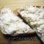 Салат-закуска с чесноком и сыром