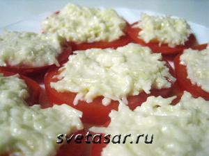 pomidor-s-chesnok-i-syr 1