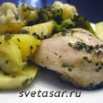 Запеченная курица с овощами и крапивой