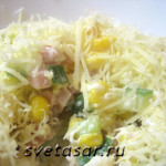 Нежный салат «под сырной шапкой»