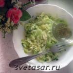 Капустный салат с чесночной заправкой
