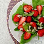 Салат клубника-шпинат